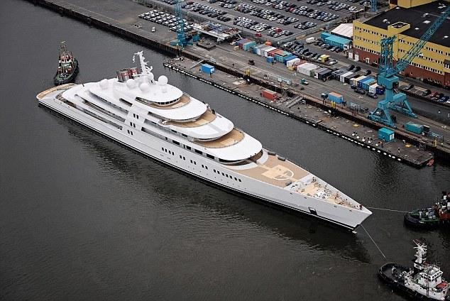 Azzam, le plus gros yacht du monde