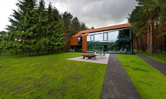 Design au coeur de la forêt lituanienne.