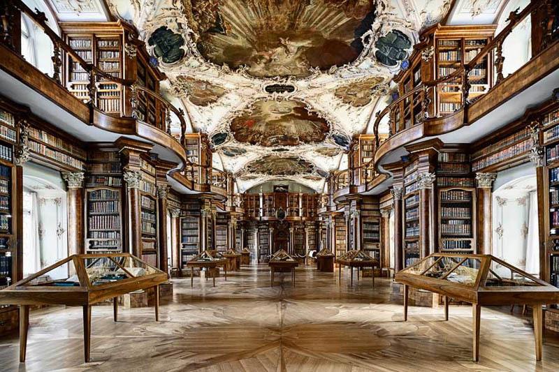 La bibliothèque de l'abbaye de Saint Gall en Suisse