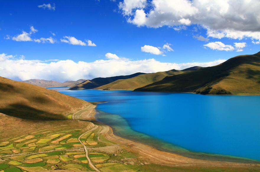 Le lac Yamdrok Tso au Tibet