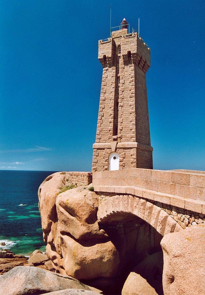 Le phare du port de Ploumanac'h en Bretagne