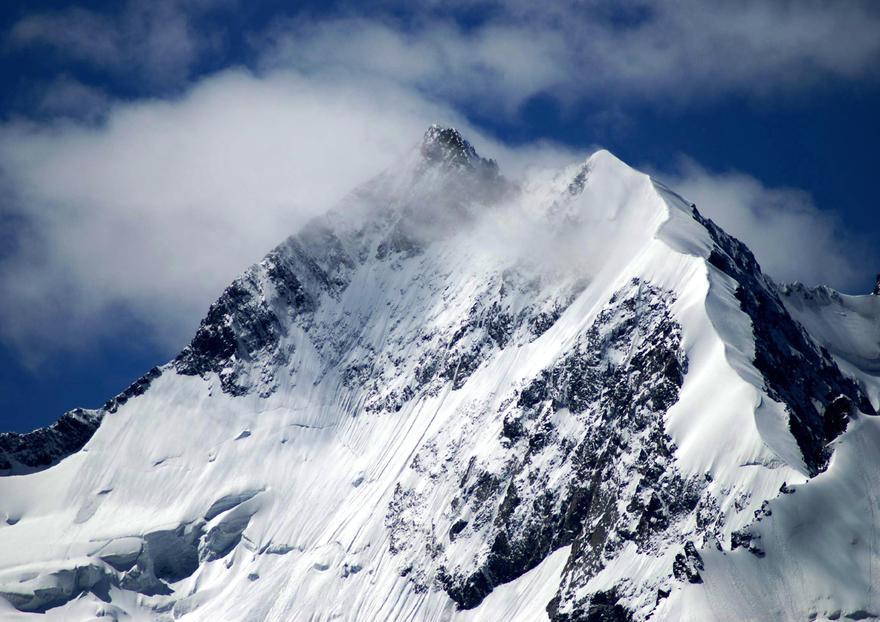Le piz Bernina dans les Alpes Suisse