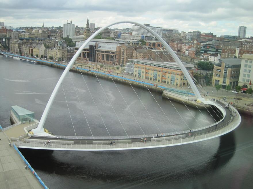 Le pont Gateshead Millennium en Angleterre