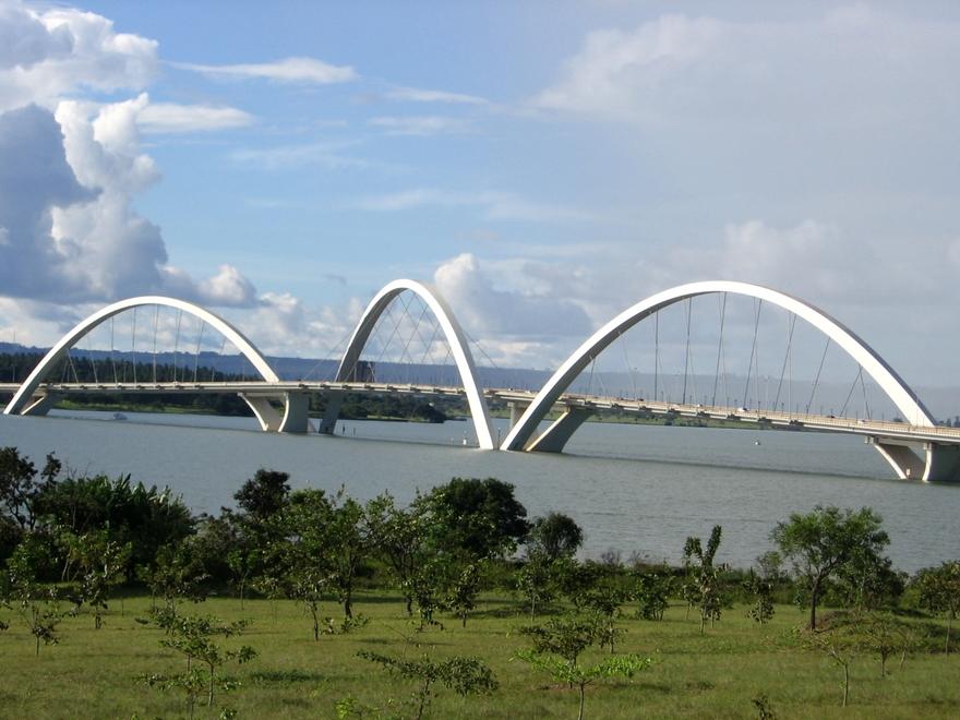 Le pont Juscelino Kubitschek au Brésil