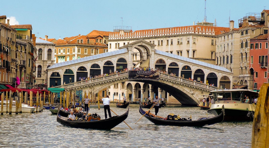 Le pont Rialto à Venise en Italie