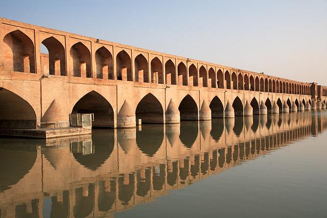 Le pont Si-o-se Pol à Ispahan en Iran