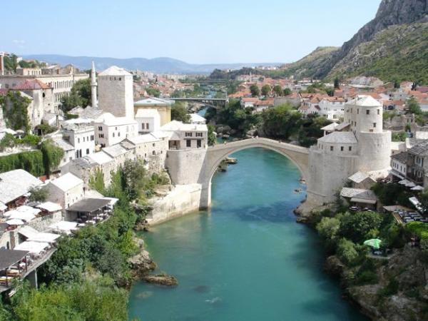 Le Vieux pont de Mostar en Bosnie