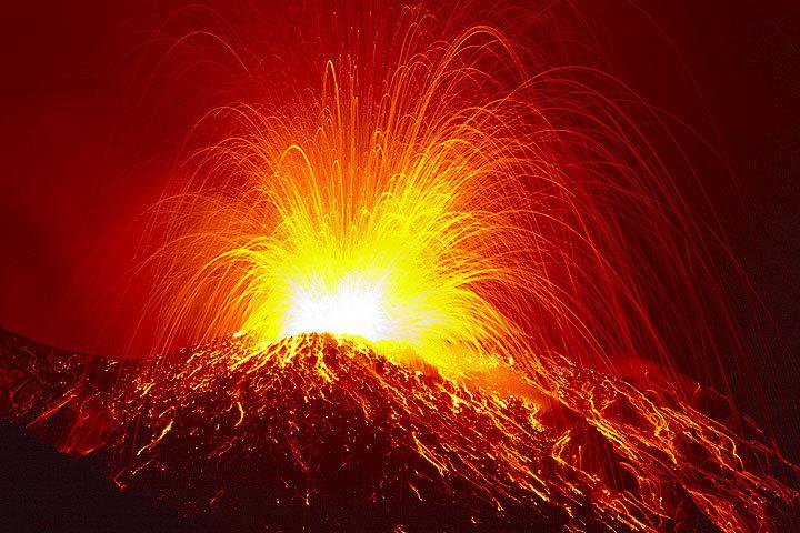 Le volcan Stromboli en Italie