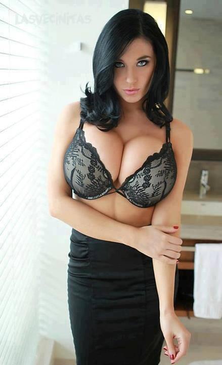 Les plus gros seins du monde