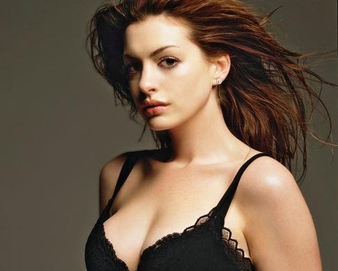 Les seins d'Anne Hathaway