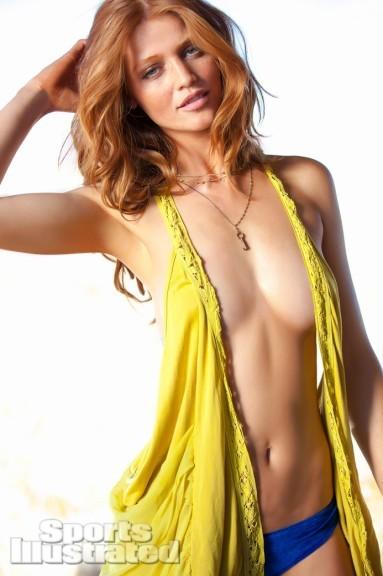 Les seins de Cintia Dicker