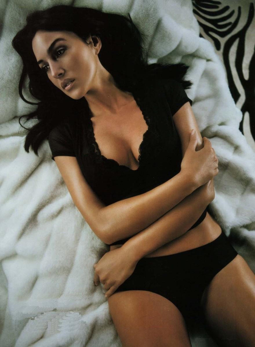 Les seins de Monica Belluci