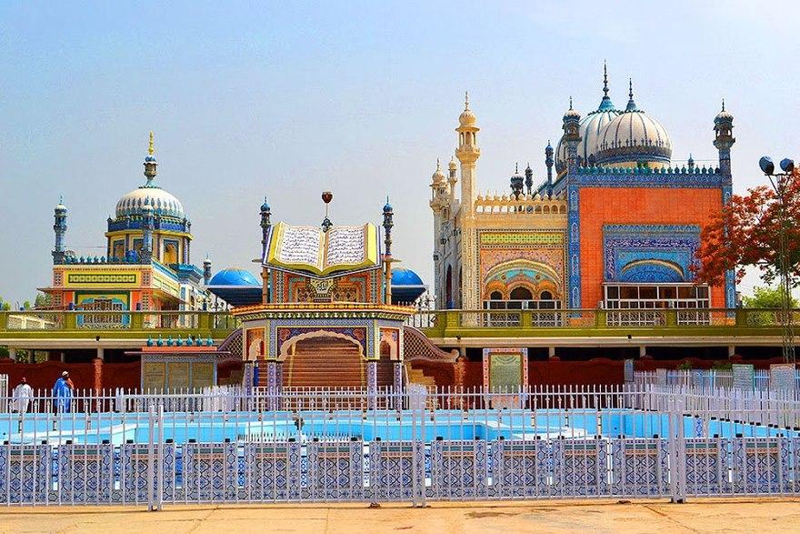Mosquée Bhong au Pakistan