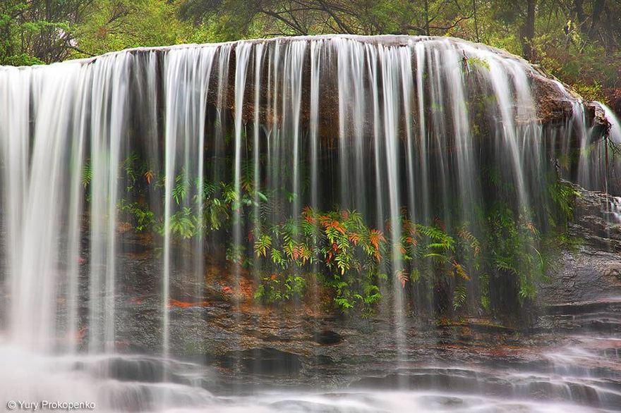 Chutes d'eau de Weeping Rock en Australie