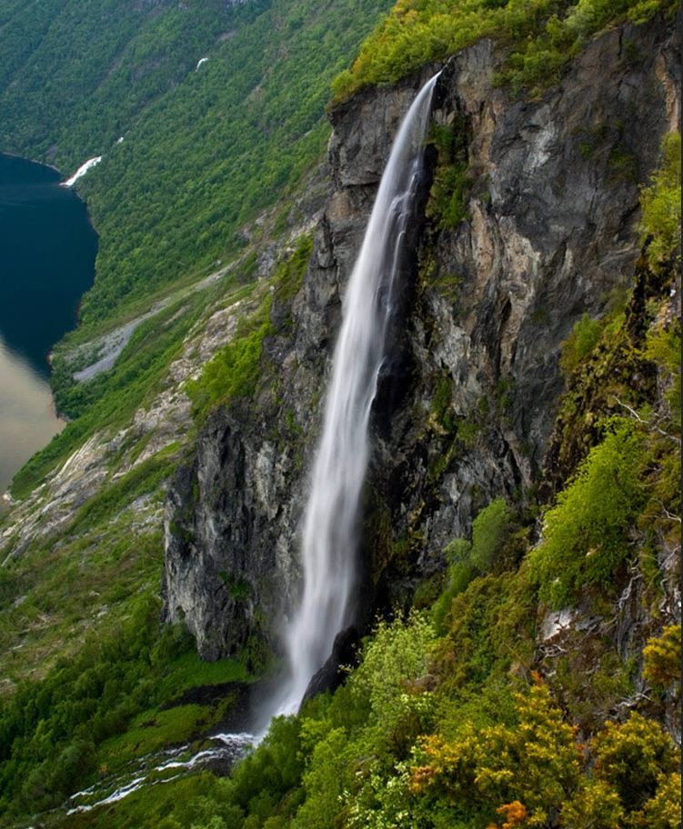 Les chutes de Geirangerfjord en Norvège