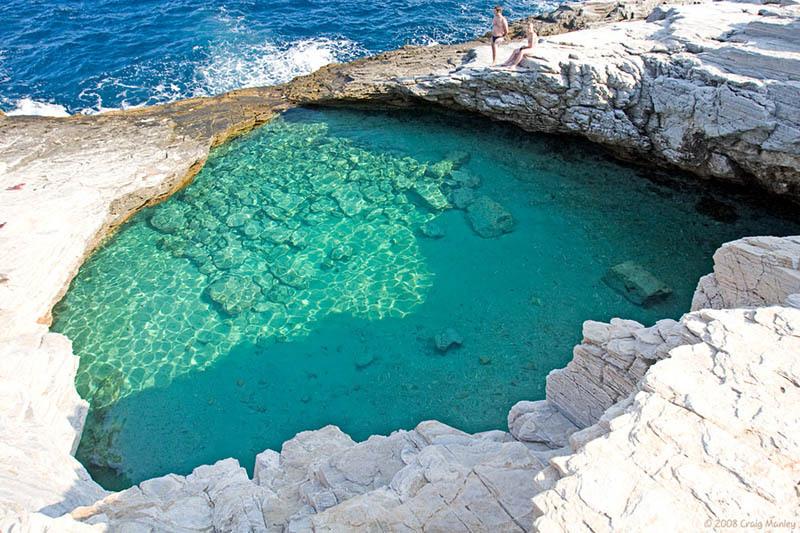 Pisicine natuelle dans le lagon de Giola en Grèce