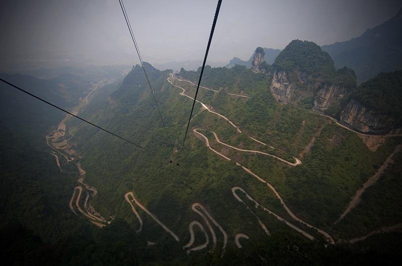 Route de montagne de Tianmen en Chine