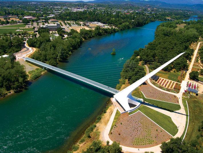 Sundial bridge ou le pont cadran solaire en Californie