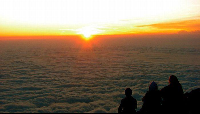 Coucher de soleil au dessus de nuages