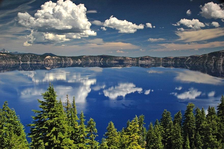 Le lac Crater Lake dans l'État de l'Oregon aux États-Unis