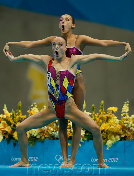 Une position hilarante pour ces nageuses en natation synchronisée