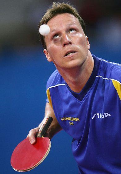 Concentration lors d'un service au ping pong