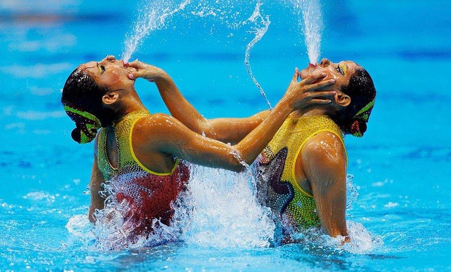 On se pince les joues en natation synchronisée