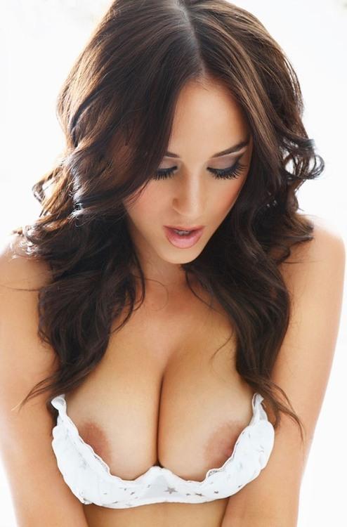 Les plus beaux seins du monde