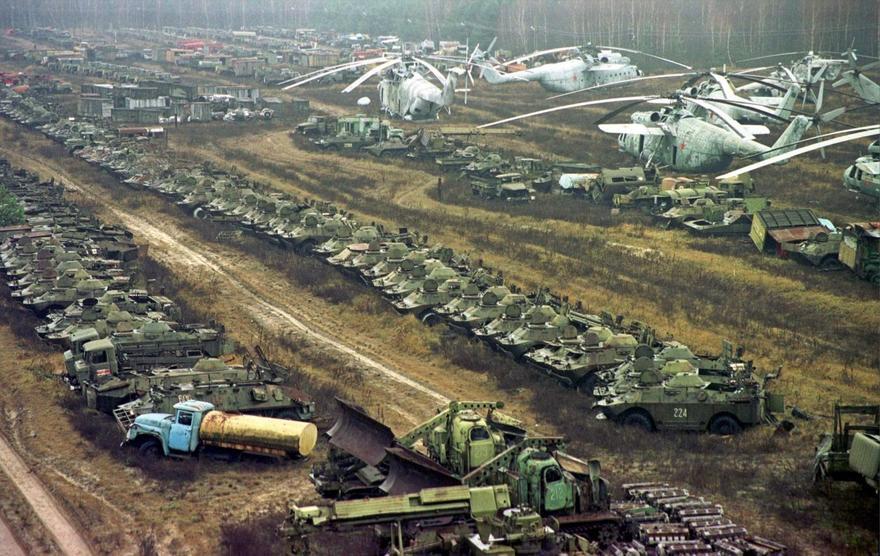 Des véhicules militaires utilisés pour nettoyer Chernobyl