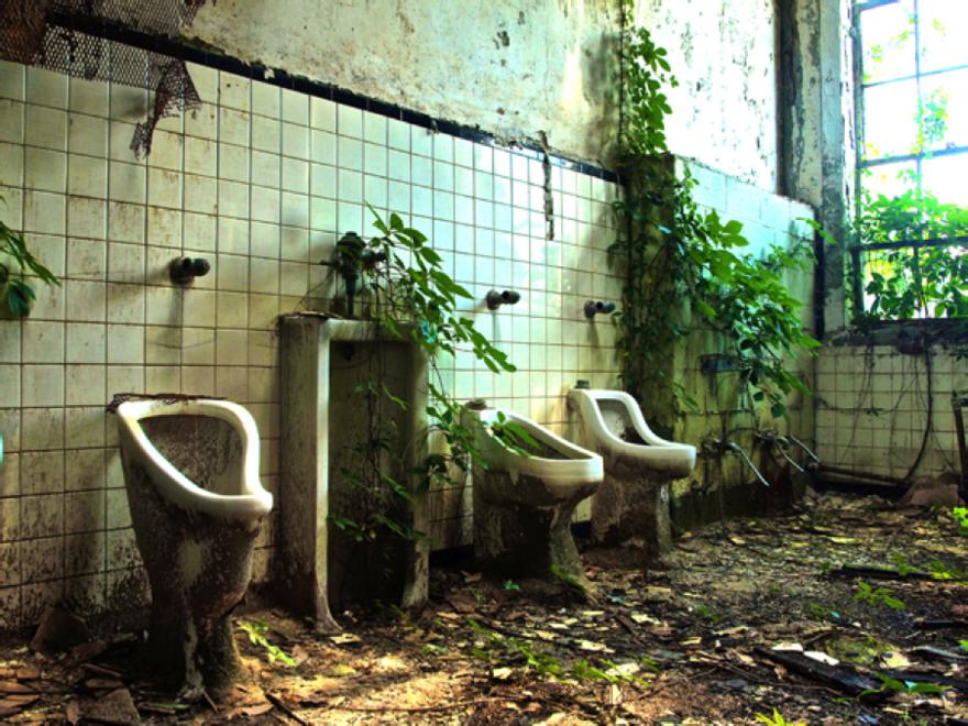 Une salle de bain d'école abandonné à Altanta