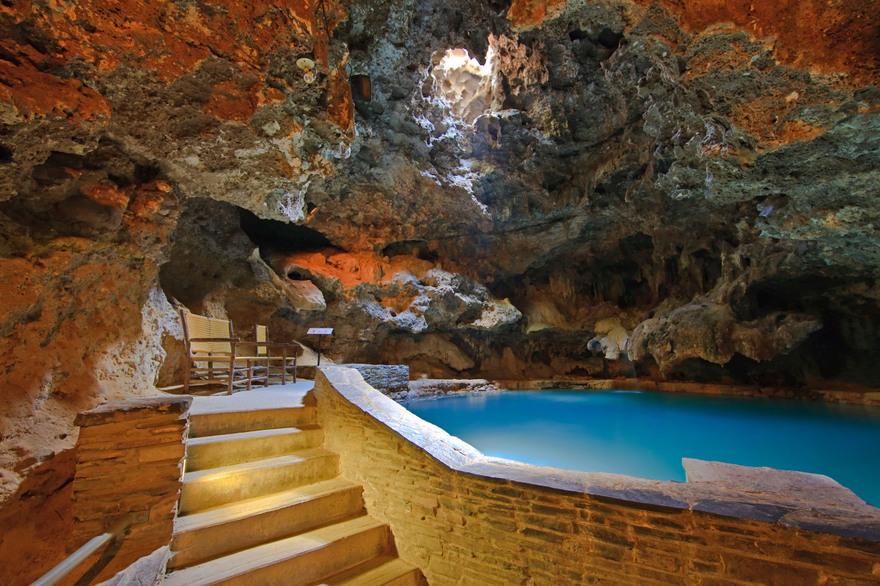 Cave and Basin au Canda