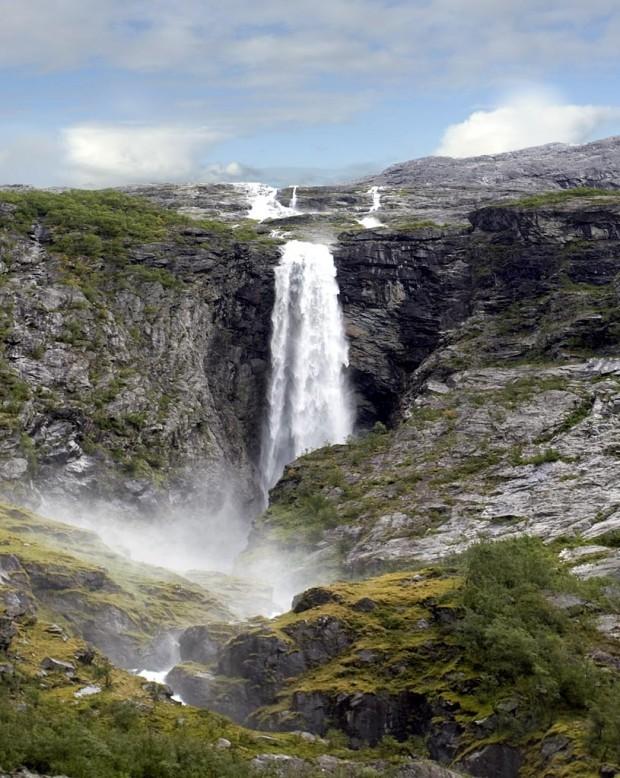 La cascade Krunefossen en Norvège