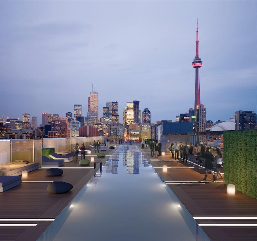 La piscine de l'hotel Thompson à Toronto