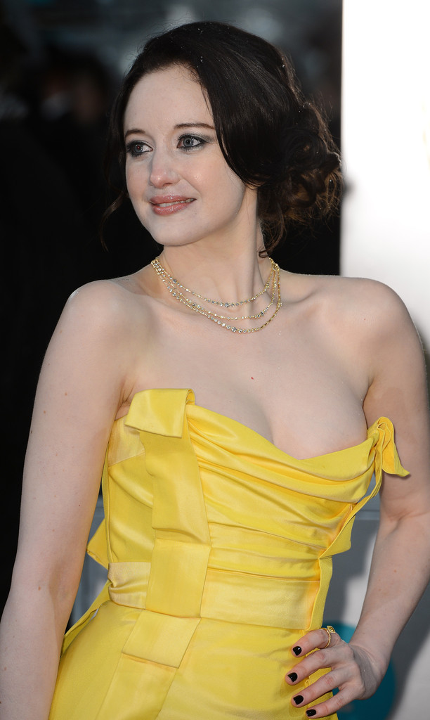 Le décolleté d'Andrea Riseborough