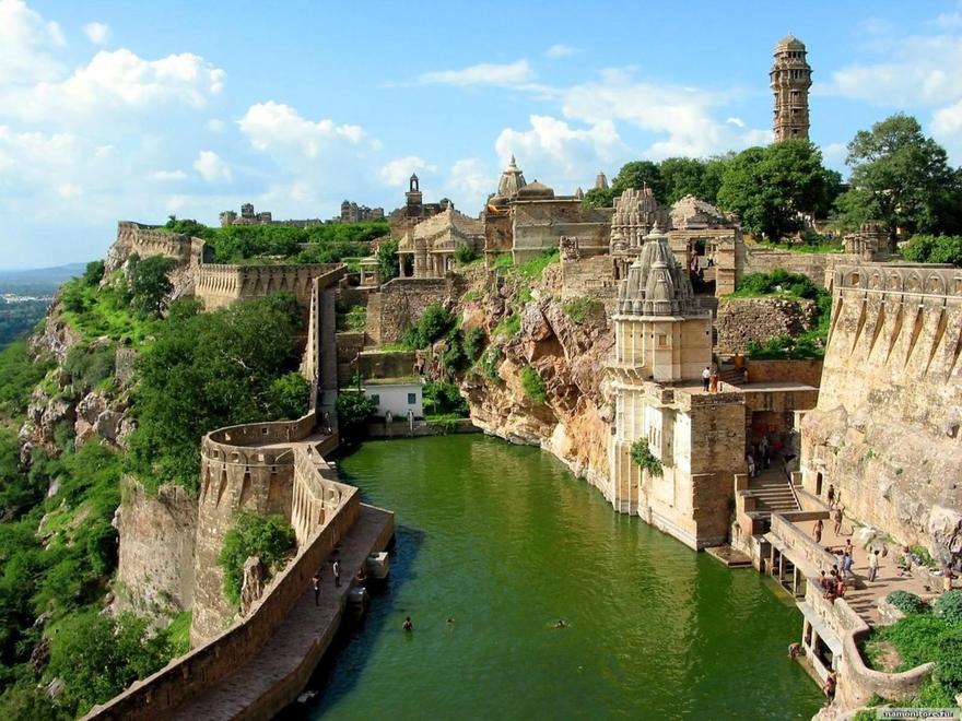 Le réservoir du Fort Chittorgarh au Rajasthan