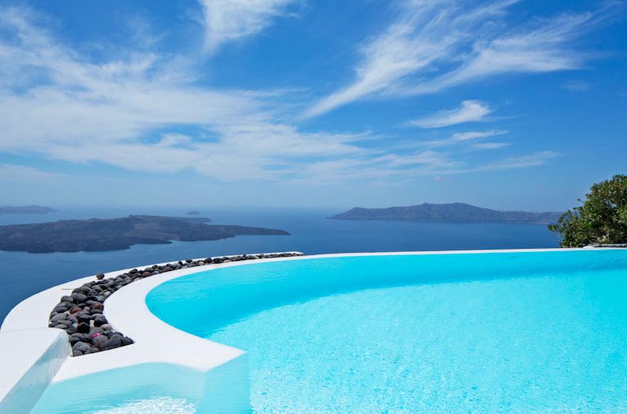 Piscine à débordement en Grèce