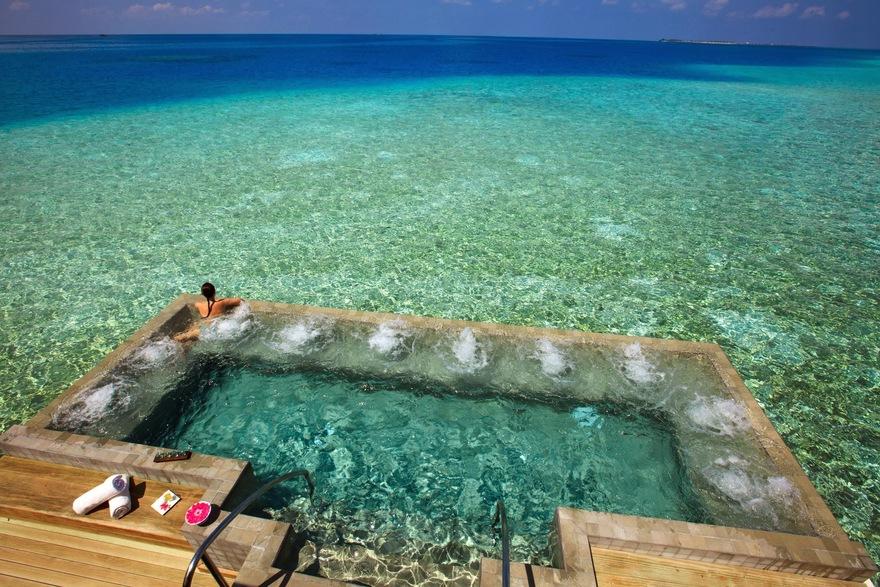 Piscines de l'hôtel Velassaru aux Maldives