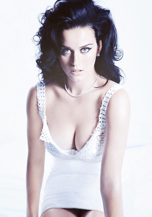 Le décolleté de la chanteuse Katy Perry